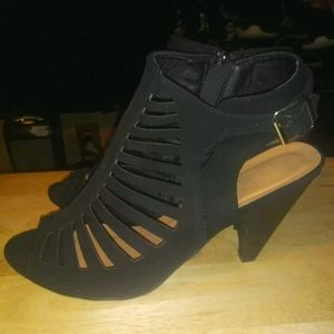 Shoes - Brand new size 11 black heels